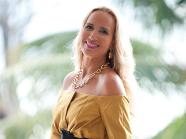 La Martinique se veut beaucoup plus « conquérante », selon Karine Roy-Camille, la Présidente du Comité Martiniquais du tourisme CMT / Crédit : Henri Salomon – Stylisme : Olivier Couturier