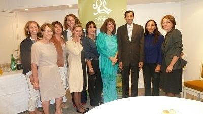 Autour de son Excellence Sheikh Humaid al Maani, Ambassadeur du Sultanat d'Oman en France et de Rania Khkodr directrice de l'OT (à sa gauche) on reconnaît Rocio Jolivet, Esther Romary, Nouara Adrar, Hélène Pouvesle, Claire Cibois - Photo M.S