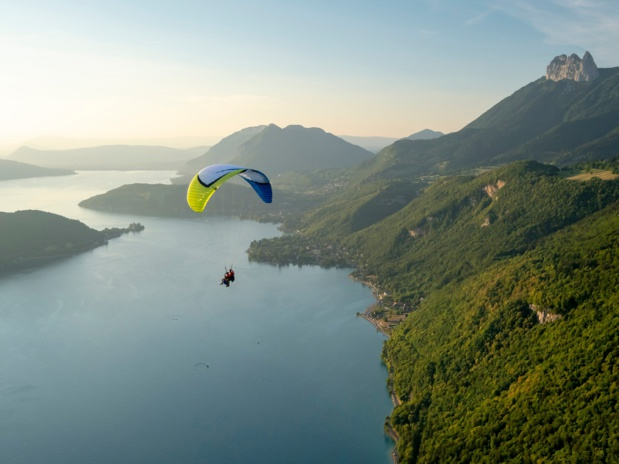 Parapente au-dessus du Lac d'Annecy - DR : Tristan Shu, CRT Auvergne-Rhône-Alpes