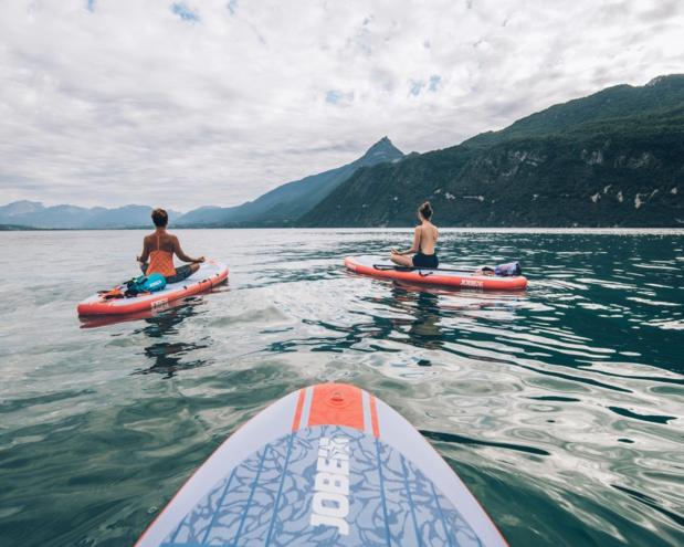 Yoga paddle sur le Lac du Bourget - DR : Max Coquard-Bestjobers, CRT Auvergne-Rhône-Alpes