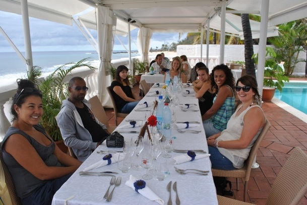 La Force 20 déjeune au beau Rivage, un super restaurant du Boucan Canot - Photo B.F.