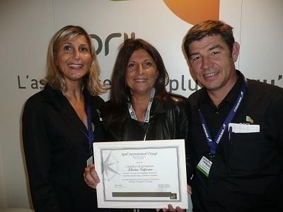 Bernadette Gyselinck de Sélectour Préférence a reçu son diplôme de formation pendant l'IFTM/Top Résa 2012 - Photo DR