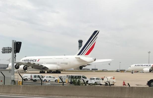 A 13h30 précise les quatre moteurs GP 7200 se sont mis en route pour pousser les 277 tonnes de cet avion hors normes, d'une envergure de 80 mètres... /crédit photo CH