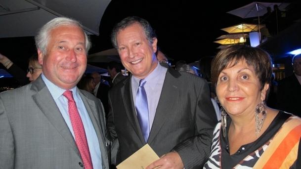 Jean-Marc Ollandini (milieu) entouré d'Adriana Minchella (Cediv) et François-Xavier de Bouard, co-président d'AS Voyages. /photo JDL