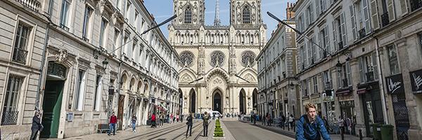 Rue royale et Cathédrale Sainte-Croix - DR ST1