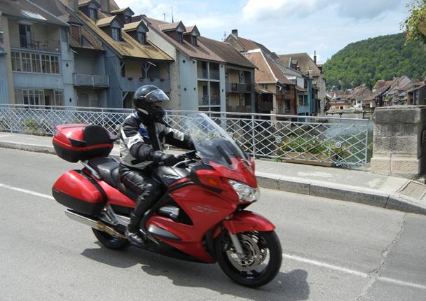 Ils ne devraient pas avoir le temps de s'ennuyer les Motards du Tourisme pendant l'éductour, sur les routes du Doubs. En cette période automnale, ils pourront sillonner le long des corniches, vallées, gorges, cols et lacs - DR : CDT du Doubs
