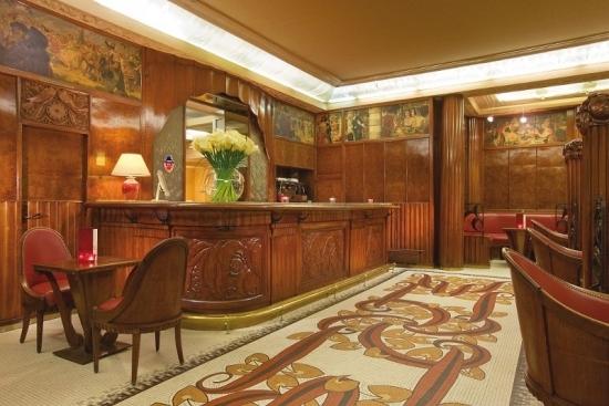 Le bar de l'hôtel Provinces Opéra, l'une des deux adresses parisiennes de Vacances Bleues, tout juste rénovée. DR