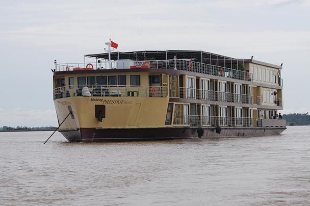 Le Mekong Prestige dans sa croisière inaugurale du 3 octobre 2012 - DR : Jacques Denardaud