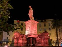 Napoléon et les armoiries de la ville d'Ajaccio / Copyright 2020 Cors'Alpha Touring