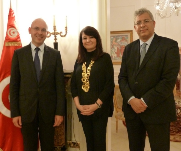 Son Excellence  Adel Fekih, Ambassadeur de Tunisie en France, Amel Hachani et Neji Ben Othman (à droite). / photo MS