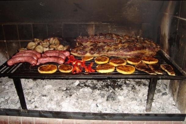 En Argentine, la viande est reine des tables. On imagine mal vivre une journée sans viande. Deux fois par jour s'il vous plait - Photo Source Flickr by felixion de Argentina Wikipedia
