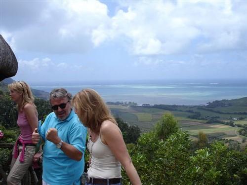 Le Domaine du chasseur, chalets, restaurant et balades au-dessus de l'Anse Jonchée