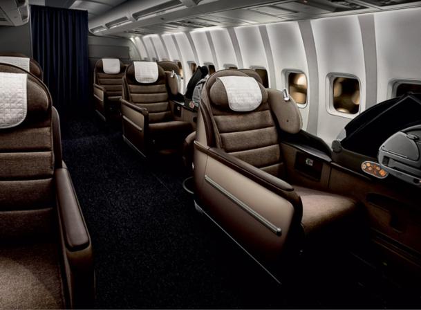 """Les clients Biz Bed ont désormais accès au service """"sleeper"""" de British Airways à Newark qui permet de dîner dans le lounge et de dormir tout de suite dans l'avion - Cabine Biz Bed - vue de côté DR"""