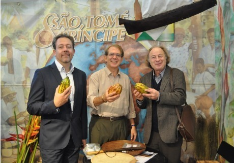 Jean Brajon (à gauche) étaient accompagné de Jean-Pierre Bensaid et de Jean-Yves Loude pour annoncer le lancement de São Tome & Principe dans la production d'Héliades - Photo DR