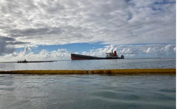 Près de 1 000 tonnes de carburant se sont échappé de la fissure dans la coque du vraquier. Le reste (2800 T), aurait été pompé selon les autorités.