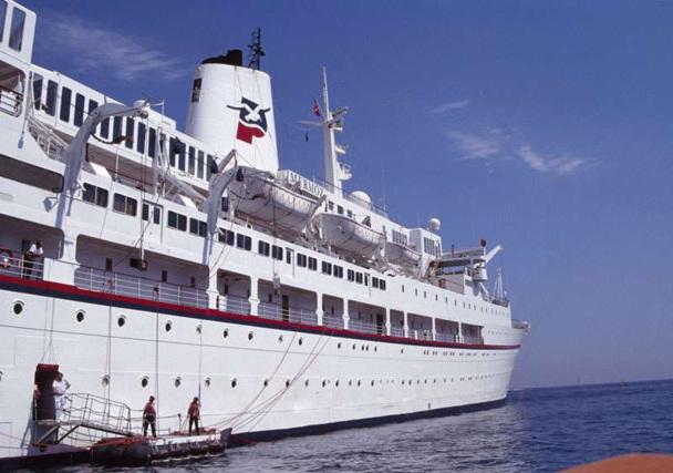 Les navires d'autrefois avaient des lignes élégantes par rapport aux barres d'immeubles flottantes d'aujourd'hui. C'était le plus souvent d'anciens bateaux de ligne réaménagés, comme le légendaire - à tous les sens du terme - Mermoz de Paquet - DR : Philippe Blanchart