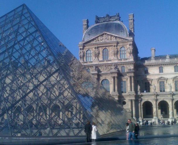 """Au-delà de la qualité de son accueil (trop ?) souvent critiquée la France serait considérée par les jeunes clientèles comme """"un pays-musée"""" figé dans le temps et Paris, comme une """"belle endormie"""" - DR : JDL"""