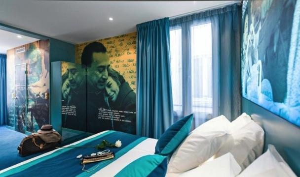 Une chambre deluxe de l'hôtel Montmartre Mon Amour à Paris. La décoration est dédiée à Romain Gary et Jean Seberg - DR