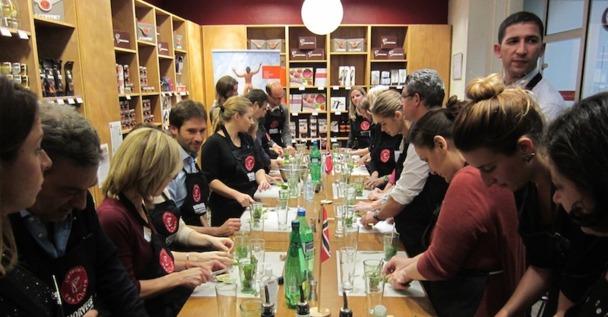 Les participants à l'évènement organisé par l'office du tourisme de Norvège ont appris à réaliser un cocktail traditionnel du pays. DR