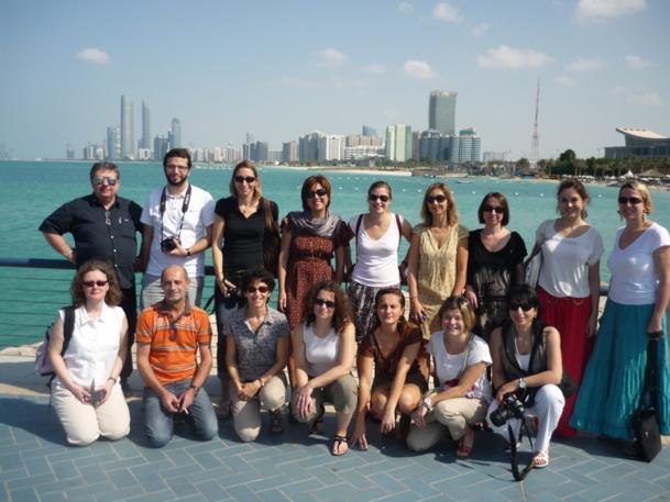 La photo des 15 agents de voyages AS Voyages prise depuis la Corniche d'Abu Dhabi - DR