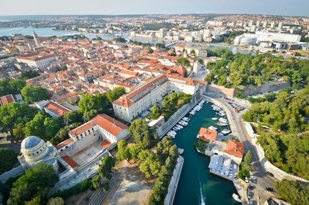 Grâce à de nouveaux vols directs, la fréquentation des Français a progressé de 35% dans la ville de Zadar. DR