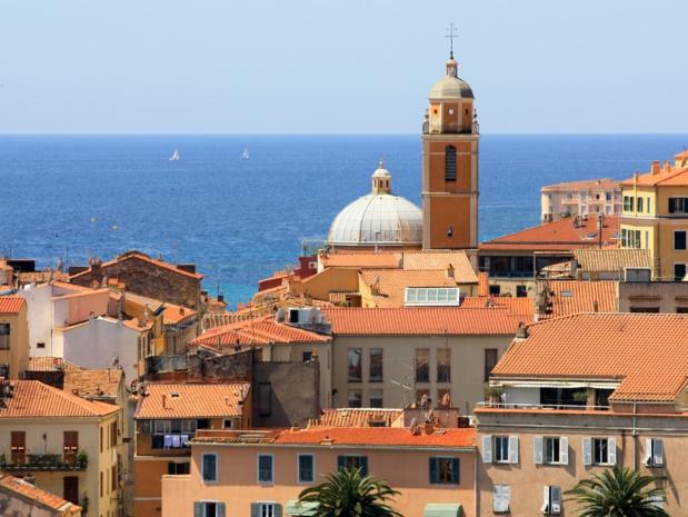 La Corse arrive en tête des préférences des Français cet été, avec Ajaccio (1ère position), Bastia (5e position), et Figari (6e position) - DR : Elena Zarubina