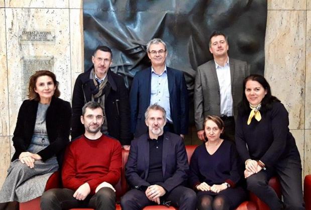 Jean Pinard (debout à droite) et les équipes du CRT - DR