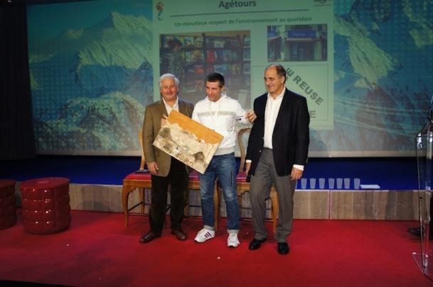 Le trophée du projet environnemental / écocitoyen a été remporté cette année par l'agence Agétours dirigée par Jean-Pierre Perezparlato. - Photo CE