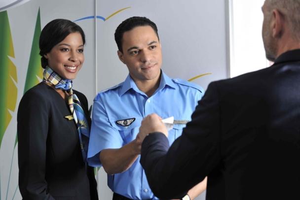 La licence actuelle du Personnel Navigant Commercial, b[le CFS, doit prochainement être convertie en CCA (Cabin Crew attestation)]b avec une nouvelle règlementation associée - Photo Air Caraïbes
