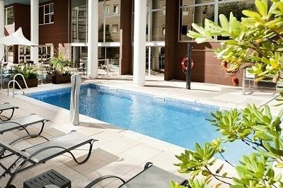 """Les clients du Holiday Inn Toulon City Centre peuvent désormais profiter d'une terrasse et d'une piscine """"à l'abri des regards"""" - Photo DR"""