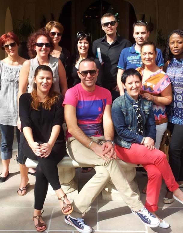 Léocadie Baka, représentante du Dubai-DTCM et Benoît Gandon, représentant de Beachcomber Tours avec les 8 participants de l'éductour,dans les bureaux du DTCM à Dubai. - DR