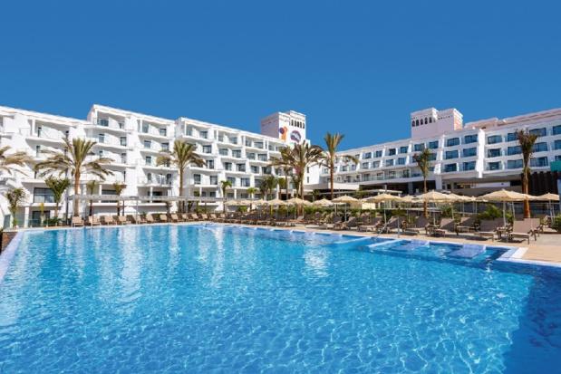 Vue extérieure de l'hôtel à Tenerife - DR Riu