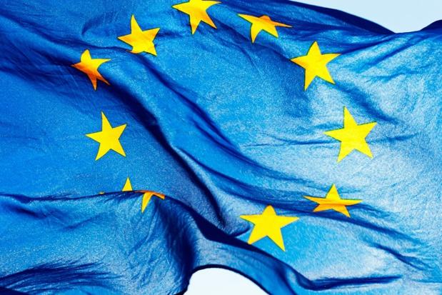 Selon NET L'instrument adopté par le Conseil aujourd'hui est très vague en ce qui concerne l'application des restrictions et des exigences en matière de voyage. -