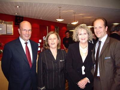 M. Gérard, Sénateur Maire de Quimper, D. Douguet, Directrice de l'Oceania Quimper, Mme Ramonet, Députée et M. Branellec, Président du Groupe Oceania Hotels.