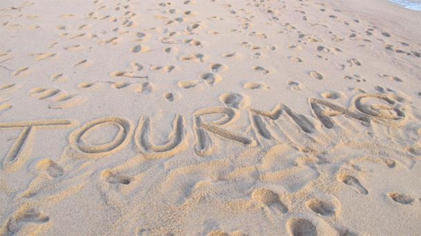 On aurait aimer écrire TourMaG.com dans la neige, mais à Marseille nous n'avons trouvé que du sable... Toute l'équipe en profite pour vous souhaiter de Bonnes Fêtes de fin d'année - DR