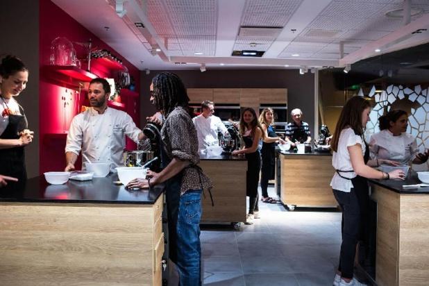 Durant votre visite à la Cité du Chocolat, mettez la main à la pâte le temps d'un atelier de pâtisserie pratique et ludique de 30 min à 2h00. - DR Photo Valrhona