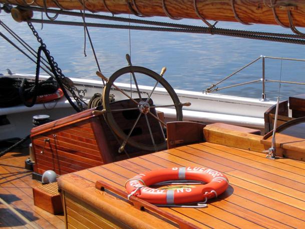 Les petits bateaux utilisés pour ce type croisières peuvent se faufiler partout, jeter l'ancre quand bon leur semble et rester amarrés plusieurs jours dans une baie isolée. - DR : Photo-libre.fr