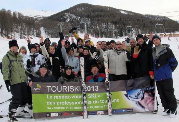 Les compétiteurs et les joyeux organisateurs des épreuves du championnat TouriSki 2013 /photo JDL