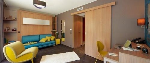 La décoration de l'Aparthotel Adagio de Cologne s'inspire de la ville et de la célèbre eau de Cologne - Photo DR
