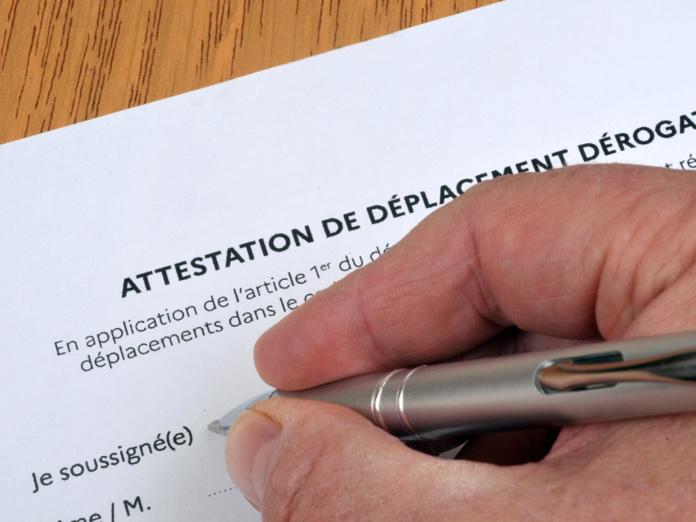 Le gouvernement pourrait lever l'obligation de se déplacer muni d'une attestation au 20 décembre 2020 - Depositphotos.com modesto3