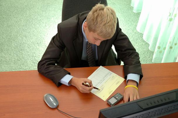 Le CV c'est votre vie résumée en une page. Il doit détailler votre parcours tant au niveau des études que de vos diverses expériences révélatrices de votre parcours et de votre personnalité - DR : Fotolia