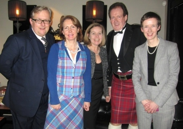 Simon Flame (Broxmouth Park), Kate Galloway (K&N Travel Associates Ltd), Tracy Solly, (Cameron House), George Mutch (Président de la Caledonian Society of France), Amanda Henderson (Directrice Marketing Europe VisitScotland BTU). - DR
