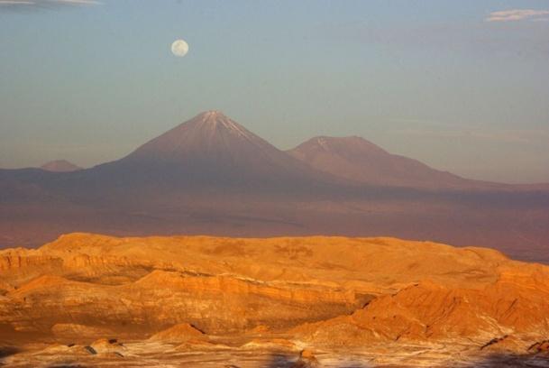 A 2 400 m d'altitude, au pied du volcan Licancabur (5 916 m), il faut bien 24h pour trouver son second souffle. Histoire de pouvoir sillonner, tranquille, les rues en terre bordées de maisons en adobe, abritant cafés, boutiques artisanales, restos…  - JFR