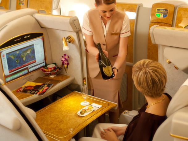 Des emplois de PNC, Emirates, avec ses 5 millions de sièges kilomètres offerts par semaine, en propose des centaines par mois - DR : Emirates