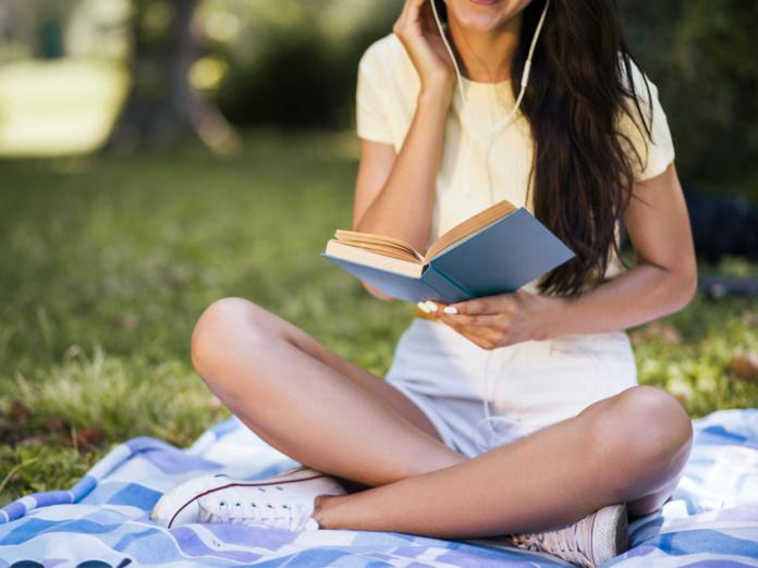 Etude sur les activités pendant le confinement :  l'écoute de musique et la lecture de livres ont chuté - Depositphotos.com iuricazac