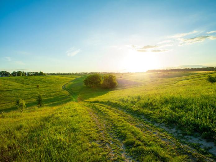 La campagne pour le moment, a bonne presse, convoitée par les urbains en mal de vie saine, rejointe par des néo ruraux en quête d'une nouvelle vie. - Depositphotos.com volokhatiuk
