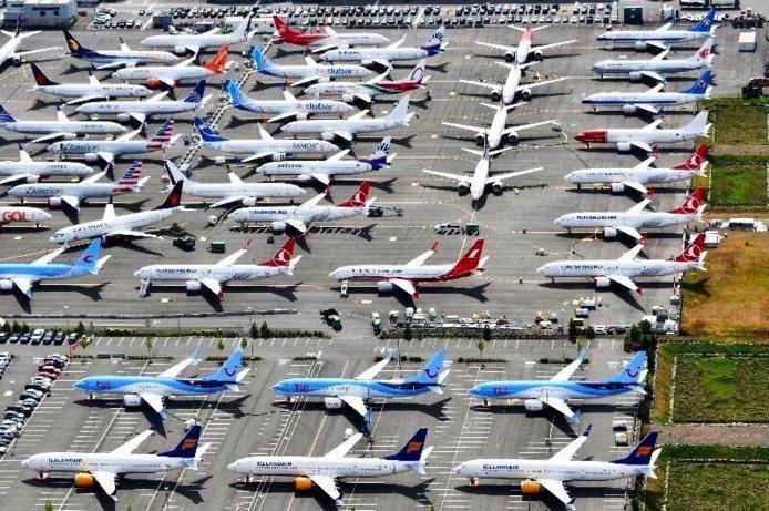 Des Boeing 737 max stockés sur des parkings © DR