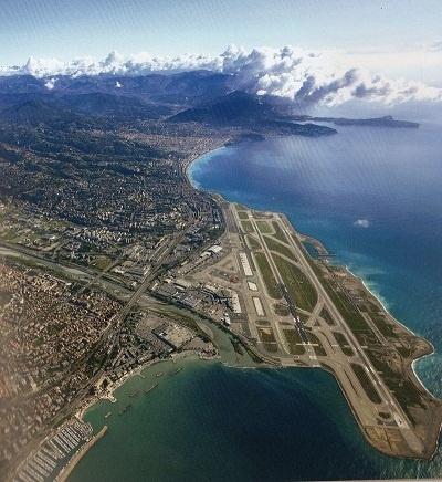 Le système de guidage par satellite devrait permettre de simplifier l'approche de l'aéroport Nice-Côte d'Azur pour les appareils - Photo M.B.