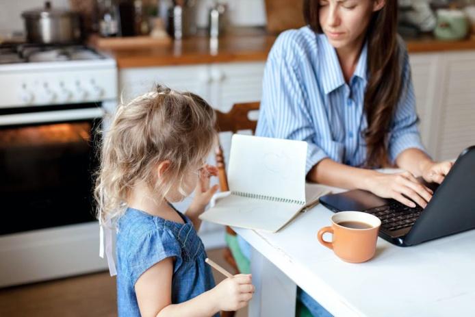 En télétravail, l'équilibre entre vie professionnelle et privée reste délicat. Shutterstock