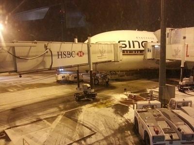 Il neige sur l'aéroport Roissy-Charles de Gaulle ce lundi 25 février 2013 - Photo J.D.L.